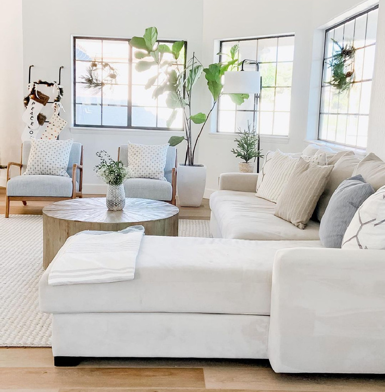 Chantilly Lace white painted living room with sectional - @theazbeachhouse. #chantillylacepaint #whitepaintcolors #livingroom #benjaminmoore #paintcolors