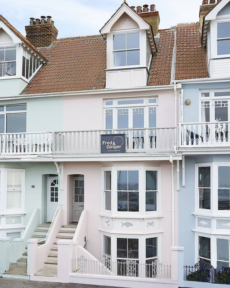 Farrow & Ball Calamine pink paint on a Victorian townhouse (Whitstable Beach) renovated by @fredandgingerhomes.