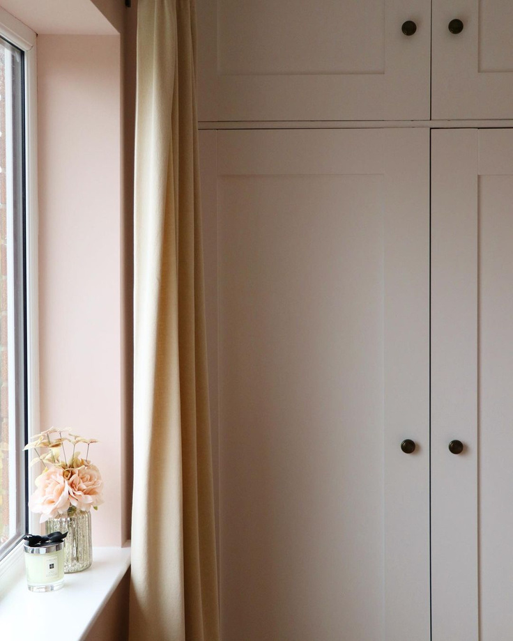Farrow & Ball Calamine pink paint on walls in a Nottinghamshire bedroom by @hilaryhouse