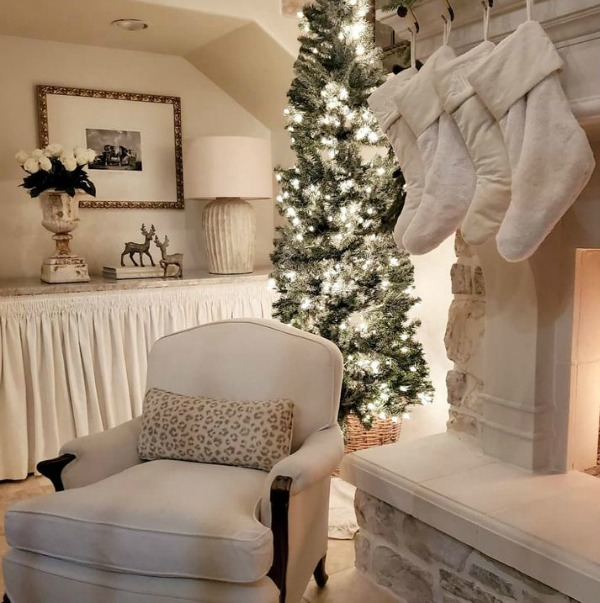 Elegant and white French country Christmas decor by The French Nest Interior Design Co. #frenchchristmas #whitechristmas #christmasdecor #frenchcountry #whitefrenchcountry