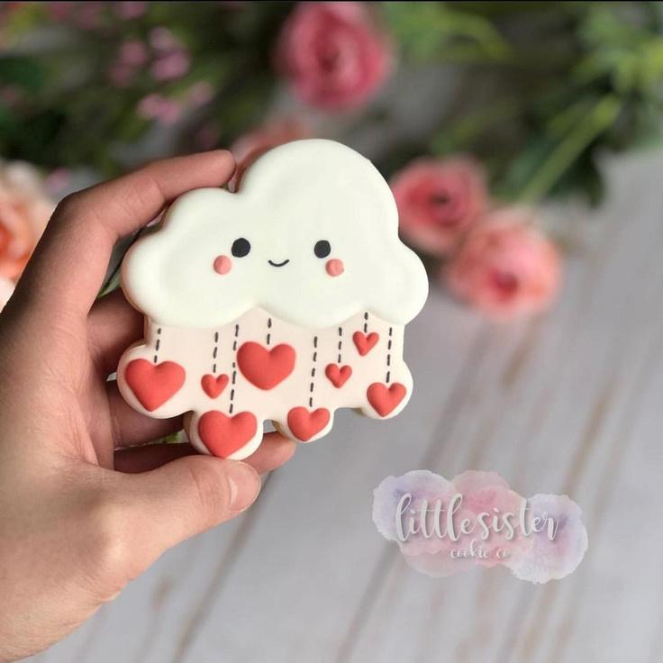 Darling cloud cookie raining hearts - LittleSisterCookie.