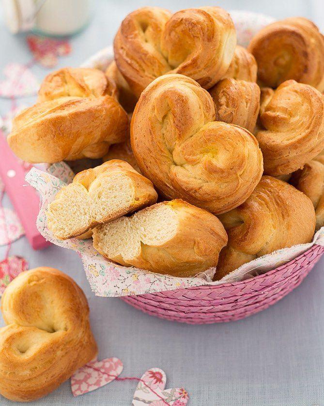 Basket of sweet heart shaped bread rolls - @chiarapassion