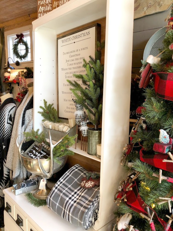 American farmhouse Christmas decor and vintage holiday decorating ideas at Urban Farmgirl in Rockford, Illinois. #hellolovelystudio #urbanfarmgirl #christmasdecor #farmhousechristmas #holidaydecor