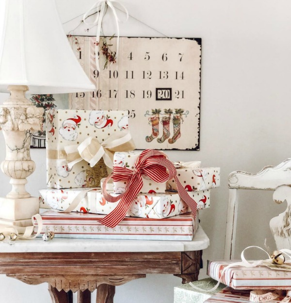 Charming vintage Christmas and farmhouse holiday decor by Le Cultivateur. #farmhousechristmas #vintagechristmas #christmasdecor #holidaydecor