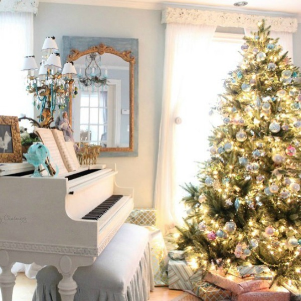 Soft and elegant French country Christmas living room with sophisticated and subdued palette - Amy Chalmers of Maison Decor. Come discover 23 Charming Christmas Decorating Ideas to Save for 2020. #frenchcountrychristmas #frenchchristmas #livingroom #christmasdecor #elegantchristmas