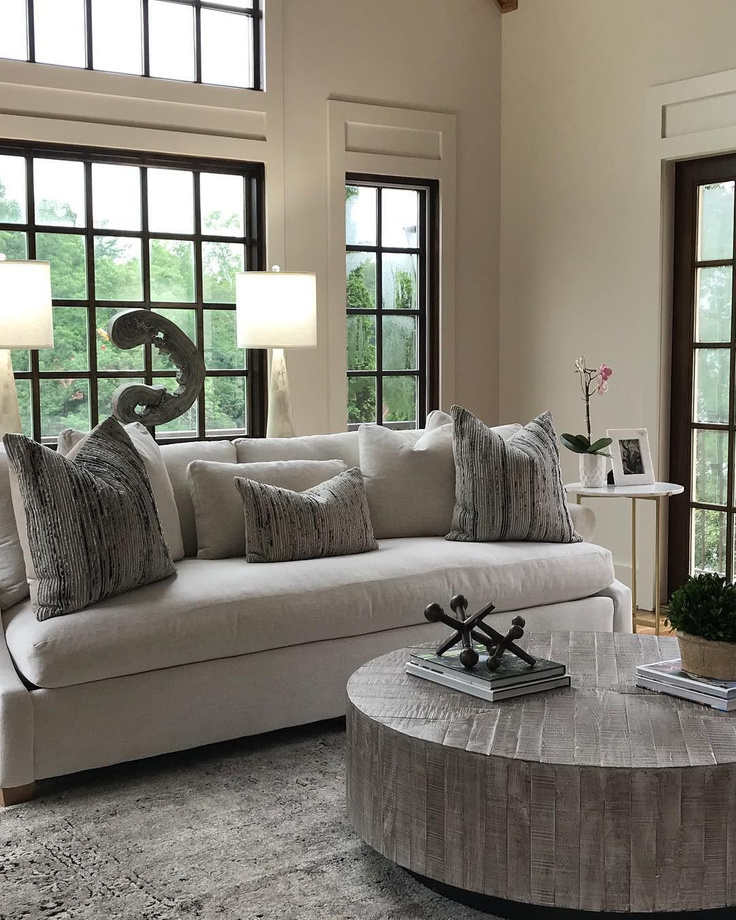 Beautiful living room with Sherwin Williams Shoji White paint color on walls - @whitewillow_cullman. #shojiwhite #shojiwhitepaint #whitepaintcolors
