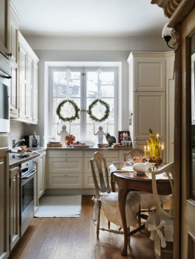 Swedish Christmas decor inspiration from a kitchen in Sweden with wreaths in teh windows - Jill Sorensen. #swedishchristmas #farmhousechristmas #simplechristmas #christmasdecor