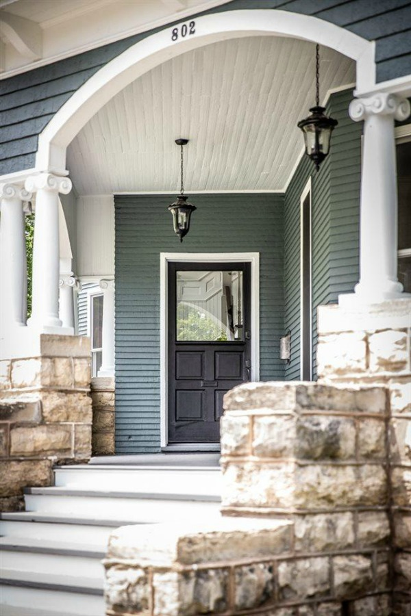 Architecturally magnificent Victorian style historic home tour (Beloit, WI). #victorianhome #interiordesign #hometour #homerenovation #historichome