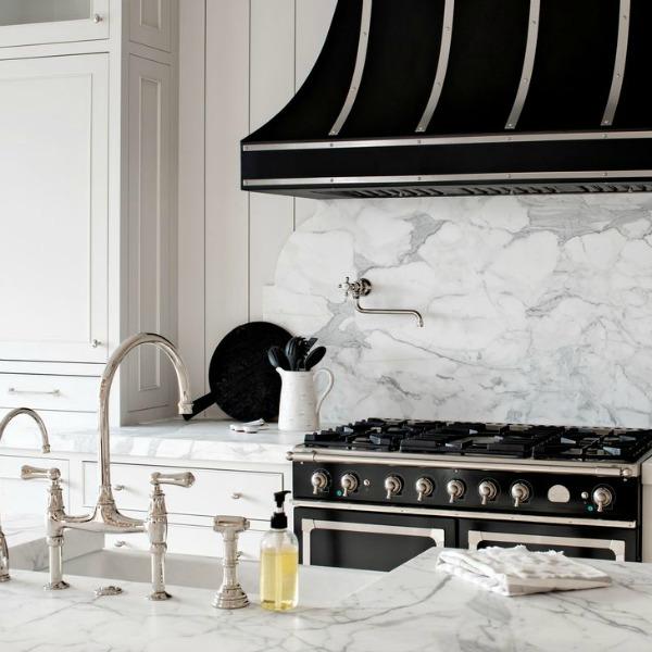 Classic white modern farmhouse interior design by Jaimee Rose Interiors. #interiordesign #modernfarmhouse #kitchendesign