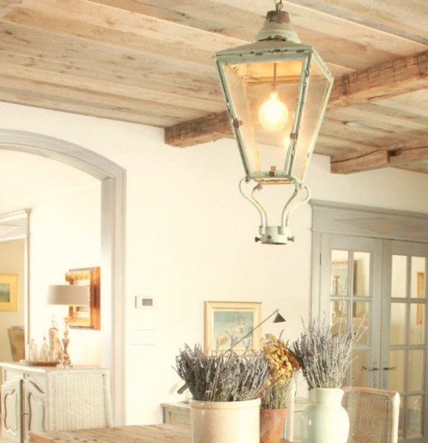 Gustavian and French decor inspiration from a beautiful custom cottage in Utah - Decor de Provence. #frenchcountry #interiordesign #frenchcottage