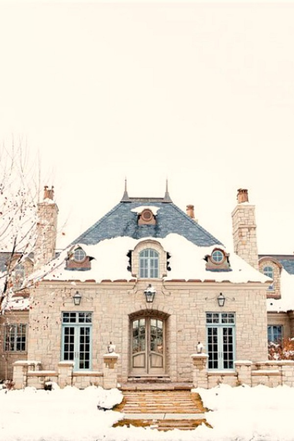 French chateau with stone exterior and Gustavian details - Decor de Provence. #frenchhome #frenchchateau #houseexterior #stonehouses