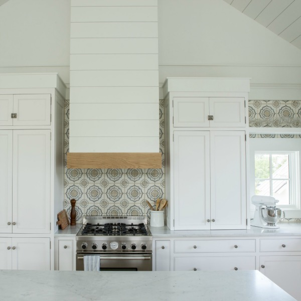 Beautiful white coastal cottage kitchen with design by Lisa Furey and Benjamin Moore WHITE paint color. #benjaminmoorewhite #kitchendesign #coastalcottage #interiordesign