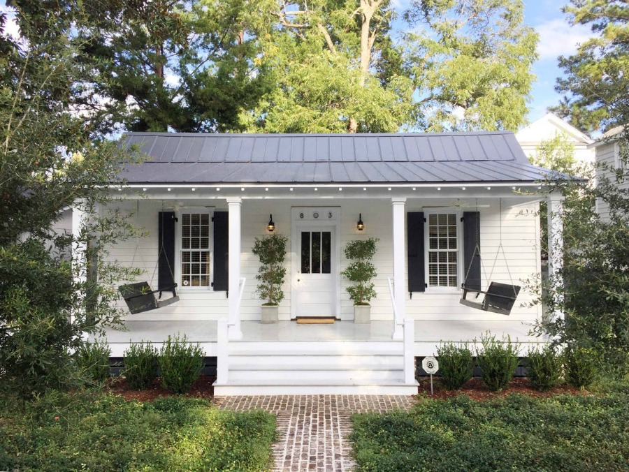 Adorable white 1800s cottage in Beaufort. #whitecottage #houseexterior #historiccottage