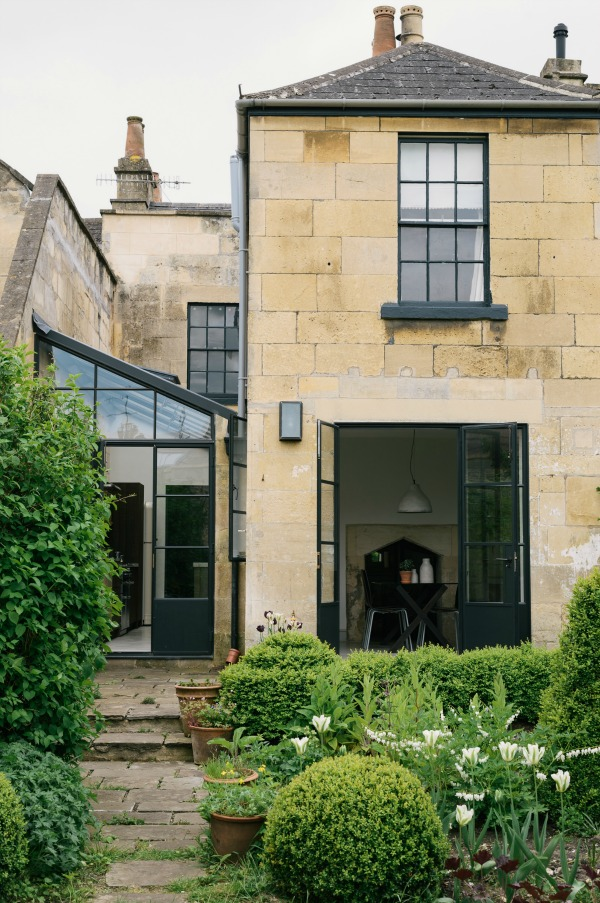 Beautiful stone exterior of a lovely home in Bath. #englishcountry #houseexterior #bathstone