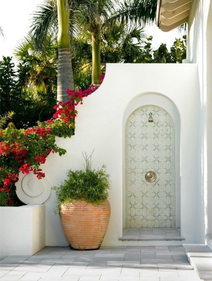 Lovely luxurious tropical white outdoor shower with arched details and large pots. #outdoorshower #lucuryhomes