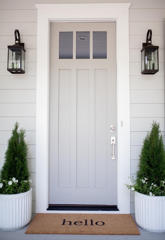 Dorian Gray (Sherwin-Williams) painted front door with Repose Gray siding - @bellsheepstudio. #doriangray #frontdoors #reposegray