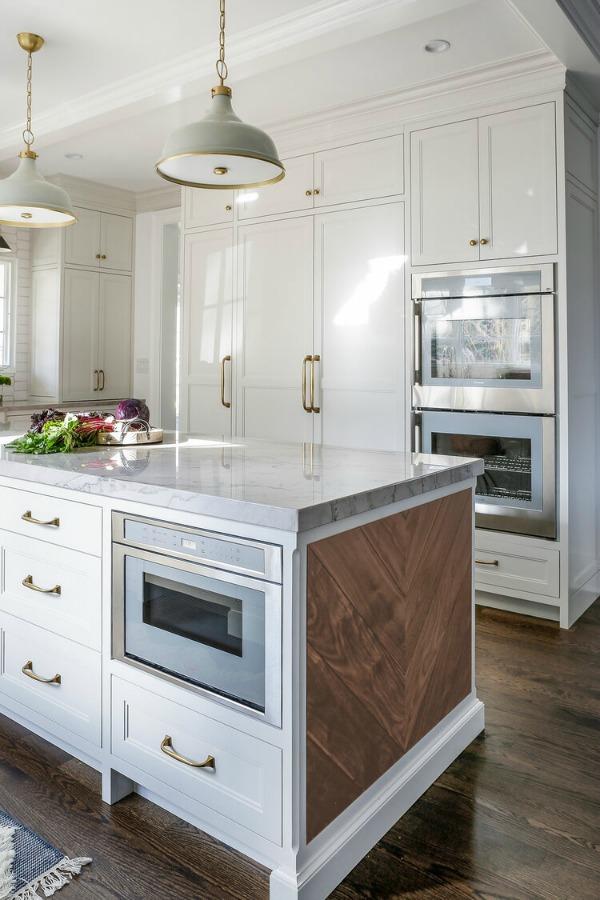 Stunning custom classic traditional white kitchen by Edward Deegan Architects. #kitchendesign #whitekitchencabinets #classickitchen #traditionalstyle #bespokekitchen