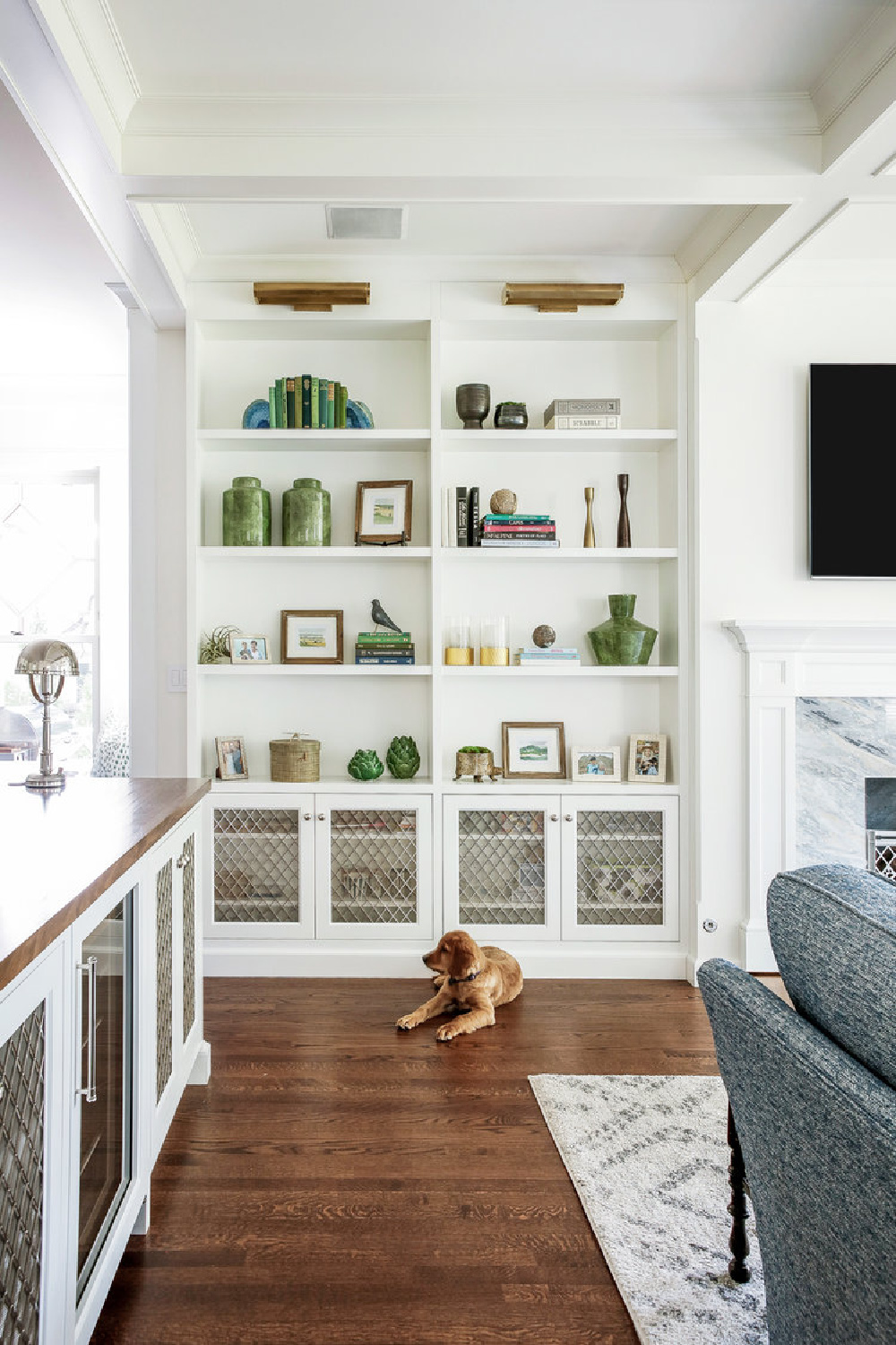 White painted built-ins in a living room with custom millwork and architecture by Edward Deegan. #builtins #classicstyle #livingroom
