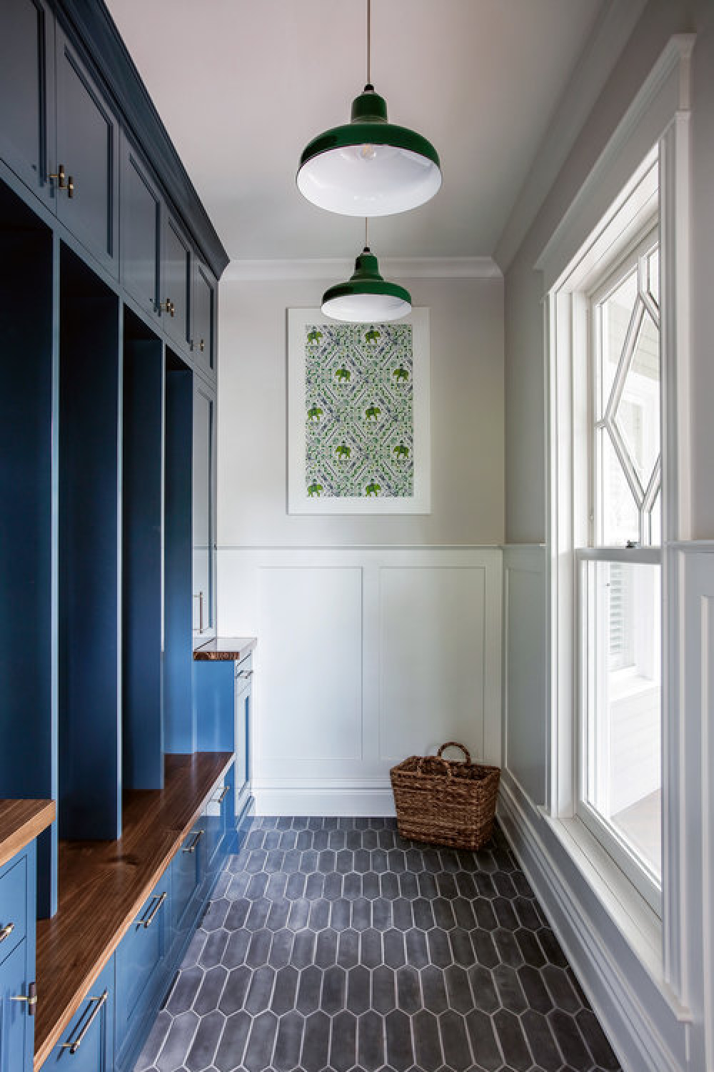 Blue painted custom cubies and cabinets in a traditional mud room by Edward Deegan Architects. #mudrooms #custommillwork #bluecabinets