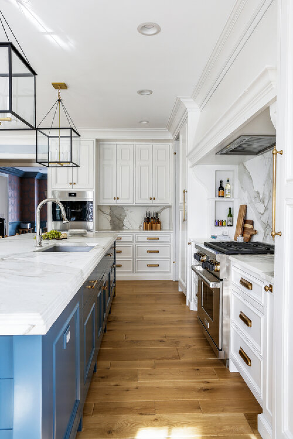 Classic blue kitchen design with traditional architecture, custom millwork, and sophisticated design - Edward Deegan Architects. #bluekitchens #traditionalkithens #classicbluekitchen