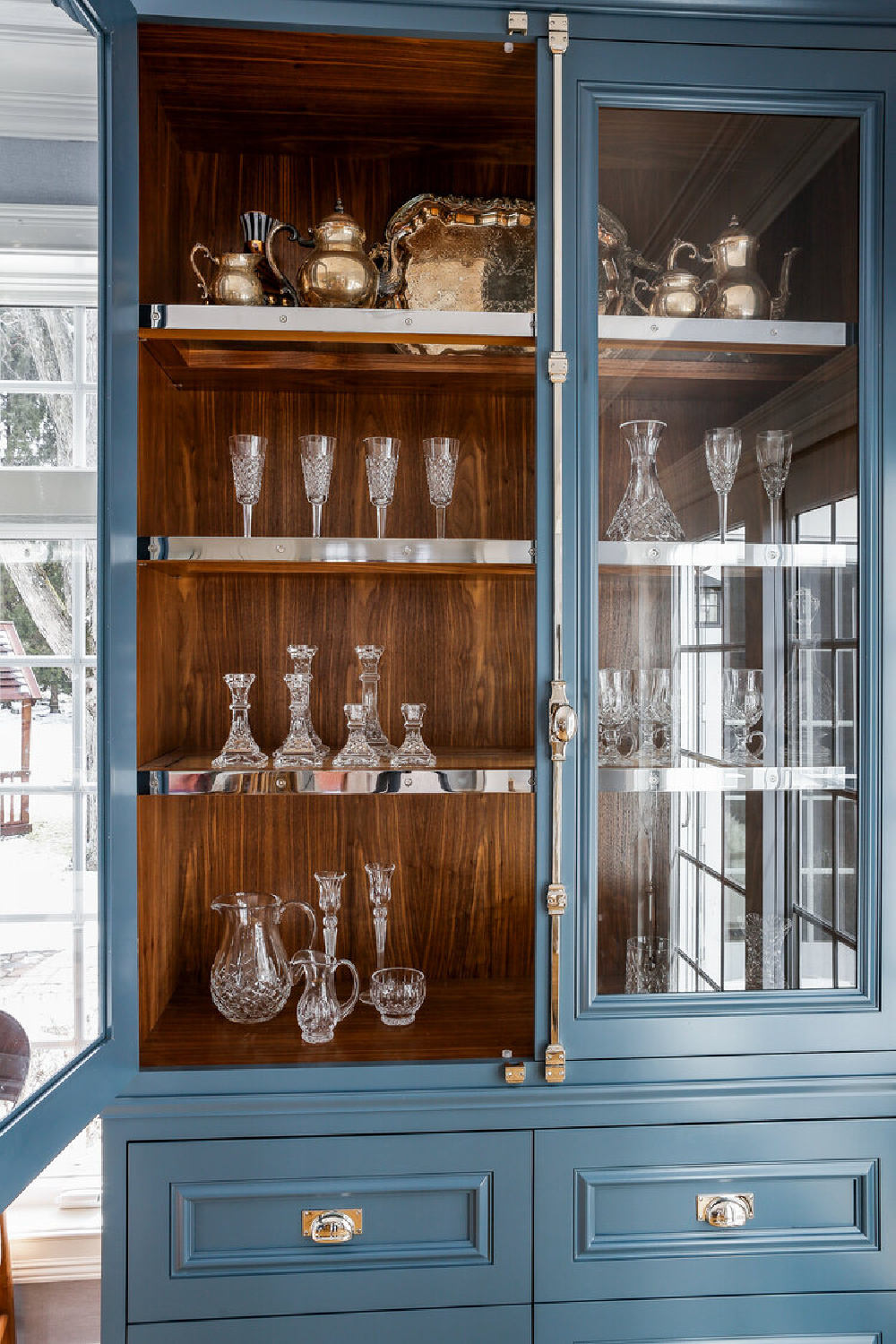 Beautiful blue kitchen ideas - this hutch with glass doors in a classic kitchen has an unfitted look by Edward Deegan Architects. #bluekitchen #customkitchen