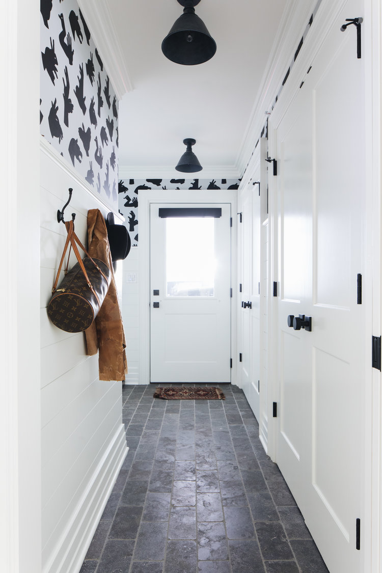 Timeless, traditional, and classic, this black and white modern farmhouse entry by Edward Deegan feels approachable yet luxurious. #modernfarmhouse #interiordesign #blackandwhite #entry
