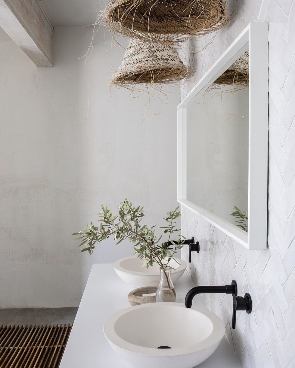 Warm and rustic modern bathroom design with concrete skimmed walls in a master bath by Leanne Ford on HGTV's Rock the Block. #bathroomdesign #rusticmodern #vintageboho #interiordesign #leanneford