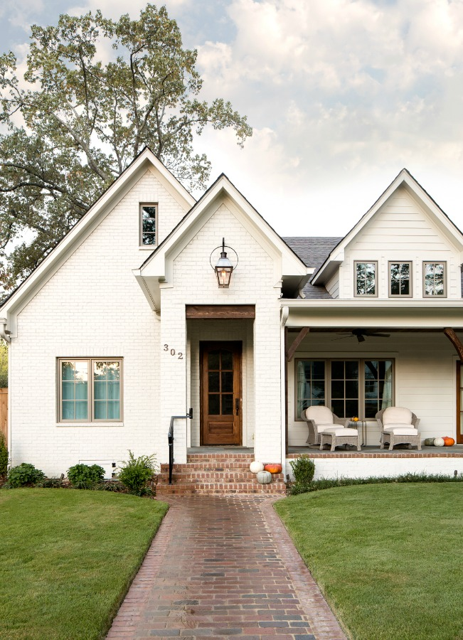 Beautiful white modern farmhouse house exterior in Birmingham - Willow Homes. #whitehouseexterior #houseexterior #housedesign #modernfarmhouse