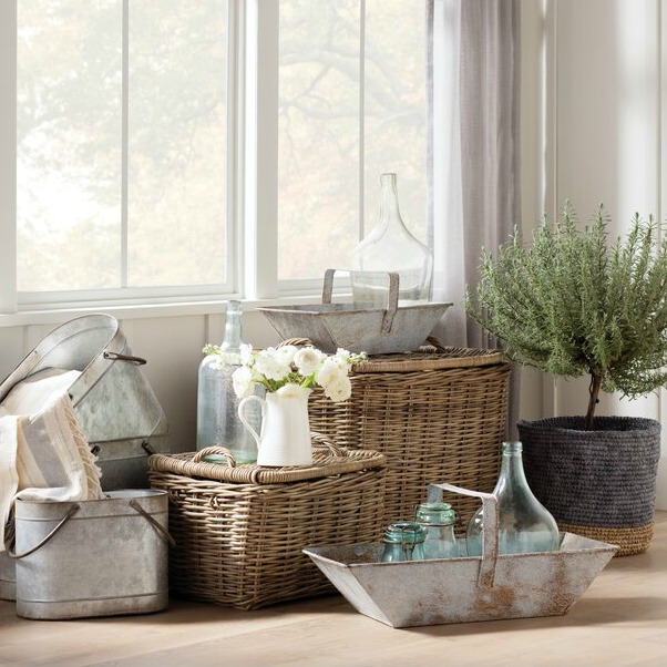 Rustic French picnic baskets for Country French inspired rooms! #frenchbasket #frenchcountrydecor #baskets