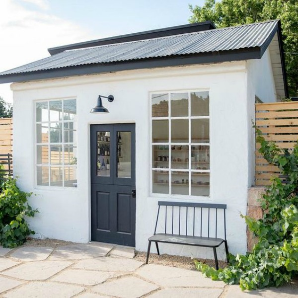 Sweet mini black and white garden house - Schoolhouse.