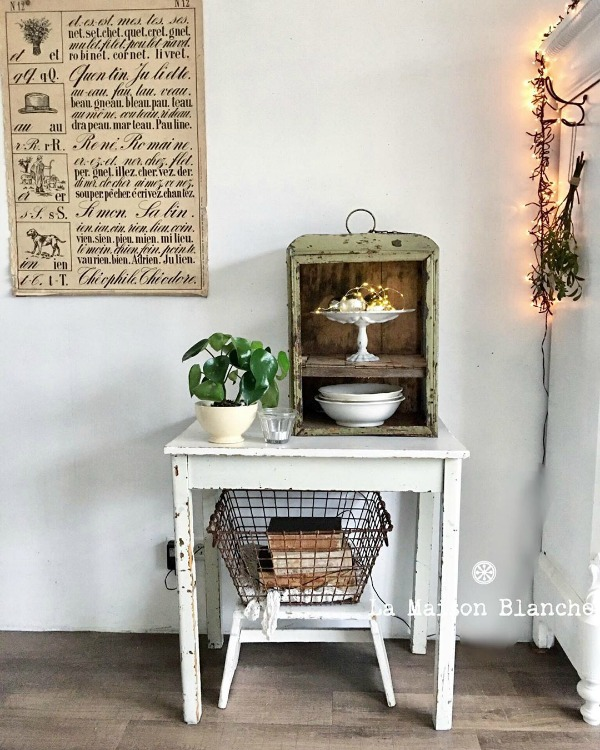 Rustic and vintage chic vignette with French Nordic style by La Maison Blanche. #frenchnordic #vintagestyle #rusticdecor