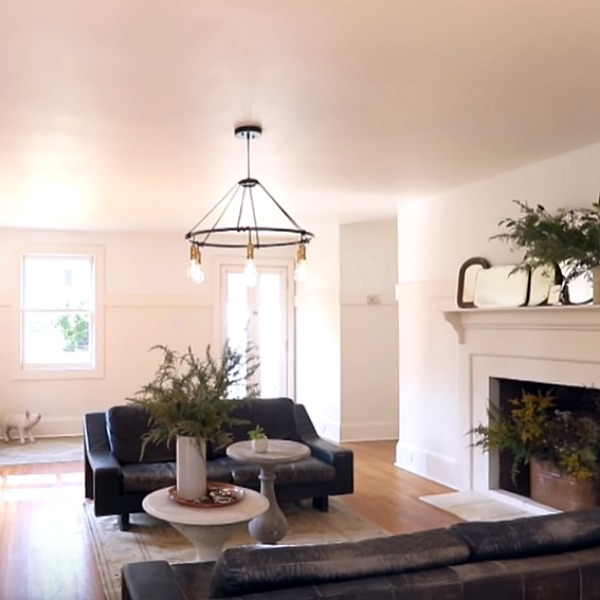 Serene and laid back luxe interior design by Leanne Ford in a humble country cottage with vintage style. Come see more of it and steal Leanne Ford's paint colors for yourself! #leanneford #paintcolors #cottagestyle #minimaldecor #interiordesign