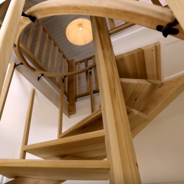 Beautiful and sculptural wood spiral staircase in a vintage cottage renovated by Leanne Ford. #spiralstaircase #leanneford #interiordesign #vintagemodern