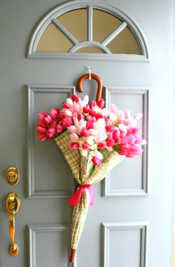 April Showers Umbrella Spring Wreath with Tulips for front door - Random Thoughts Home. #springwreath #springcraft #tulipwreath #aprilshowers