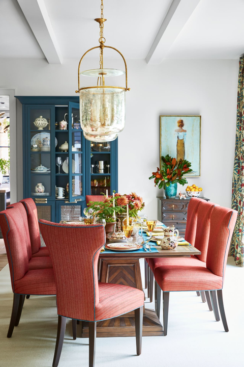 Colorful traditional dining room designed by Sherry Hart in House Beautiful 2018. #traditionalstyle #diningrooms #colorful #interiordesign