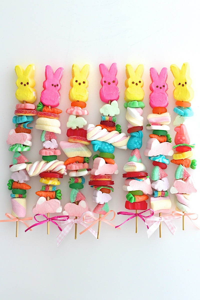Easter candy peep kebabs - colorful party favors from The Baker Mama! #easterrecipes #candykebabs #peepkebabs #partyfavors