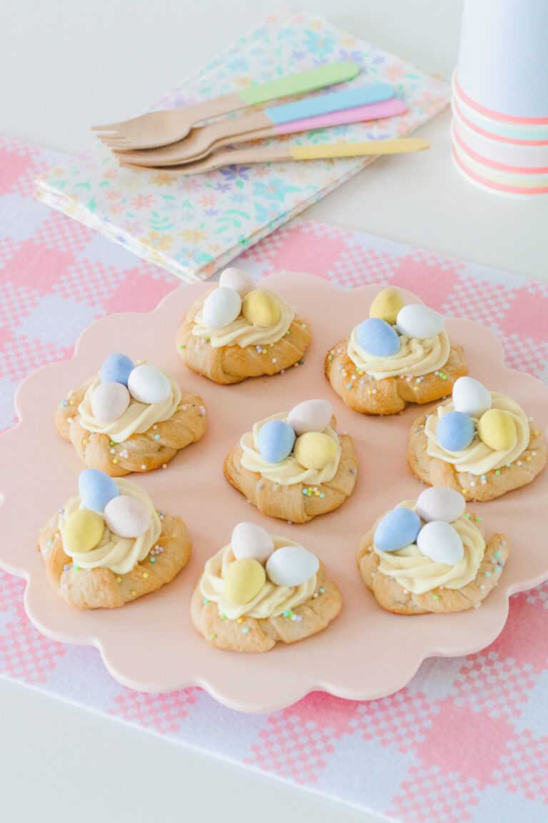 Sweet and delicious pastel Easter Crescent Wreaths - recipe from Pillsbury - Twinkle Twinkle Little Party. #easterrecipe #eastersweets #crescentrollrecipe #springcrafts #springrecipes