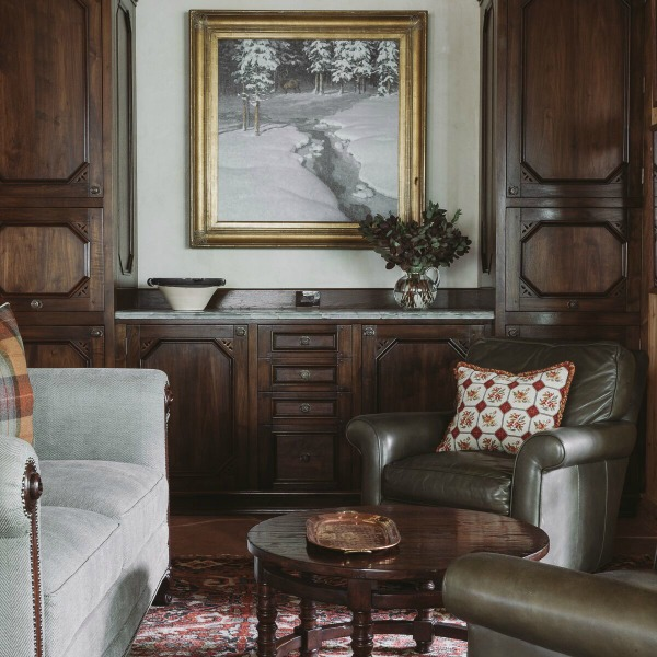 Handsome, rugged, and rustic yet sophisticated and luxurious, this Tom Stringer designed interior oozes comfort. #interiordesign #mountainlodge #luxuryhome #rusticluxe