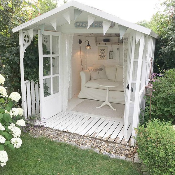 Enchanting backyard romantic white she shed with French Nordic style - Villa Jenal. #backyardshed #sheshed #frenchnordicstyle #gardenshed