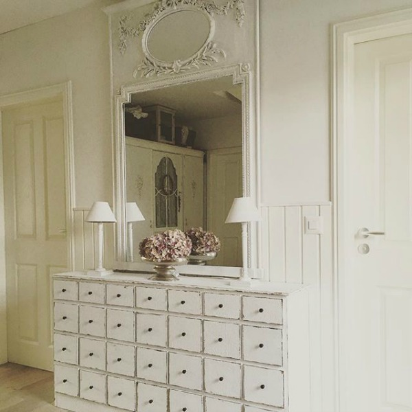 White on white decor in a charming French Nordic entry - Villa Jenal. #frenchnordicstyle #interiordesign #entry #vintagefurniture #allwhitedecor