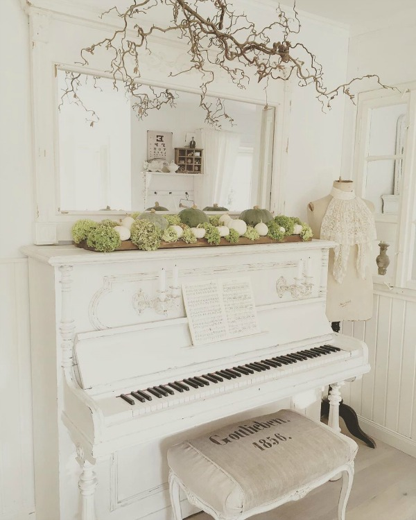White piano in a charming Nordic French style interior by Villa Jenal with all white decor. #allwhitedecor #swedishstyle #frenchnordic #nordicfrench #interiordesign