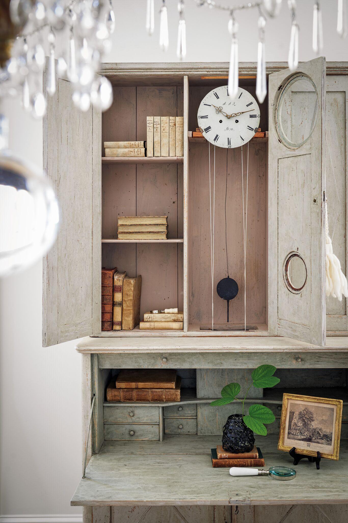 Gustavian clock secretary has cabinets beneath the desktop doubling as storage. #swedishantiques #tarashaw #interiordesign #secretary #antiques #oldworldstyle