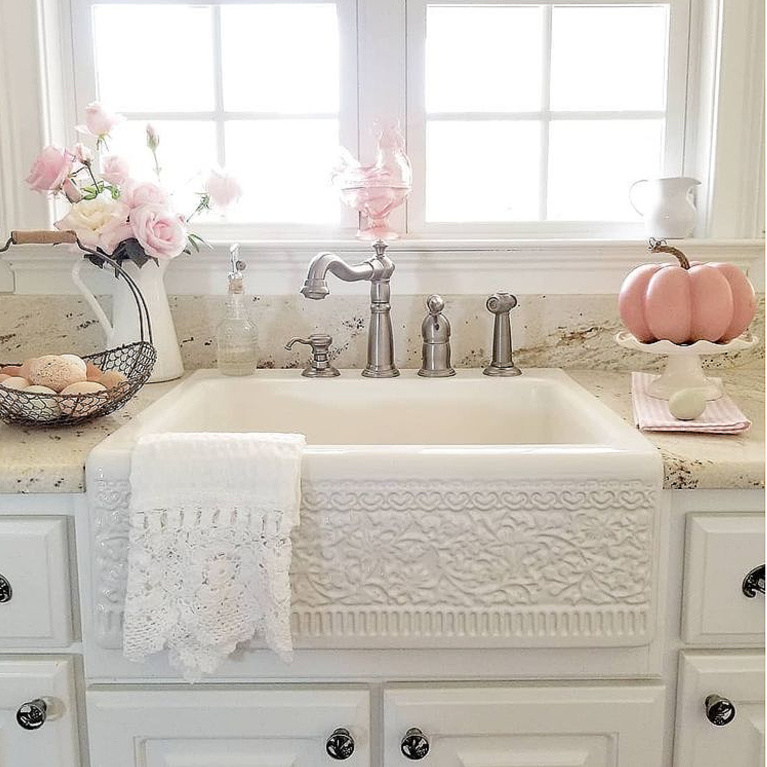 Gorgeous pattern on the apron front of this fireclay farm sink in a beautiful cottage style kitchen with pink accents - @happydaysfarm. #farmsinks #whitektichen #farmhousekitchens