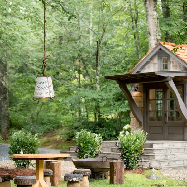 Gorgeous tiny house cottage exterior (design by Jeffrey Dungan for Retreat TN). #tinyhouse #exterior #tinyhousedesign
