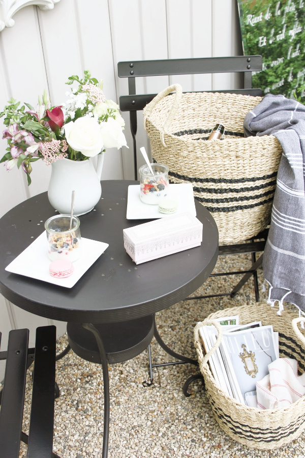 French country seagrass baskets with Frenchie black stripes are perfect for stowing summer essentials inside and out. #seagrassbaskets #frenchbaskets #homedecor #baskets #cafechairs #frenchcountrydecor #modernfrench #hellolovelystudio