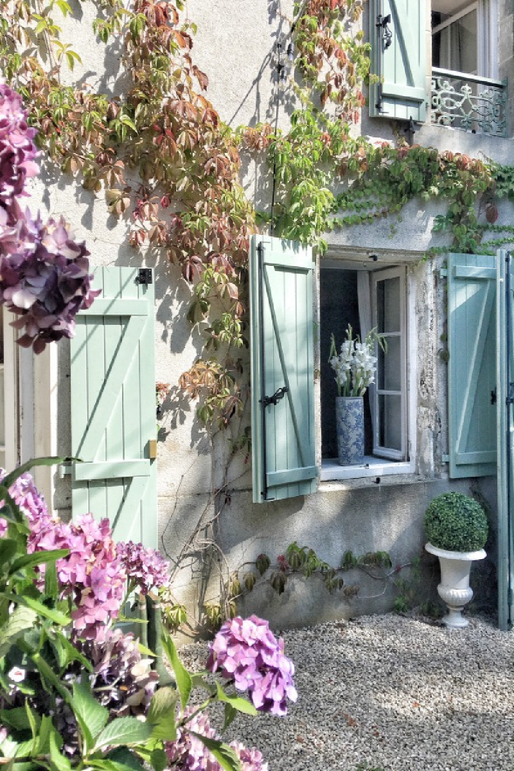 Green shutters on a darling rustic French farmhouse exterior with climbing vines. You'll love this photo gallery and house tour of a home near Bordeaux, France. #vivietmargot #frenchfarmhouse #rusticdecor #countryfrench #houseexterior
