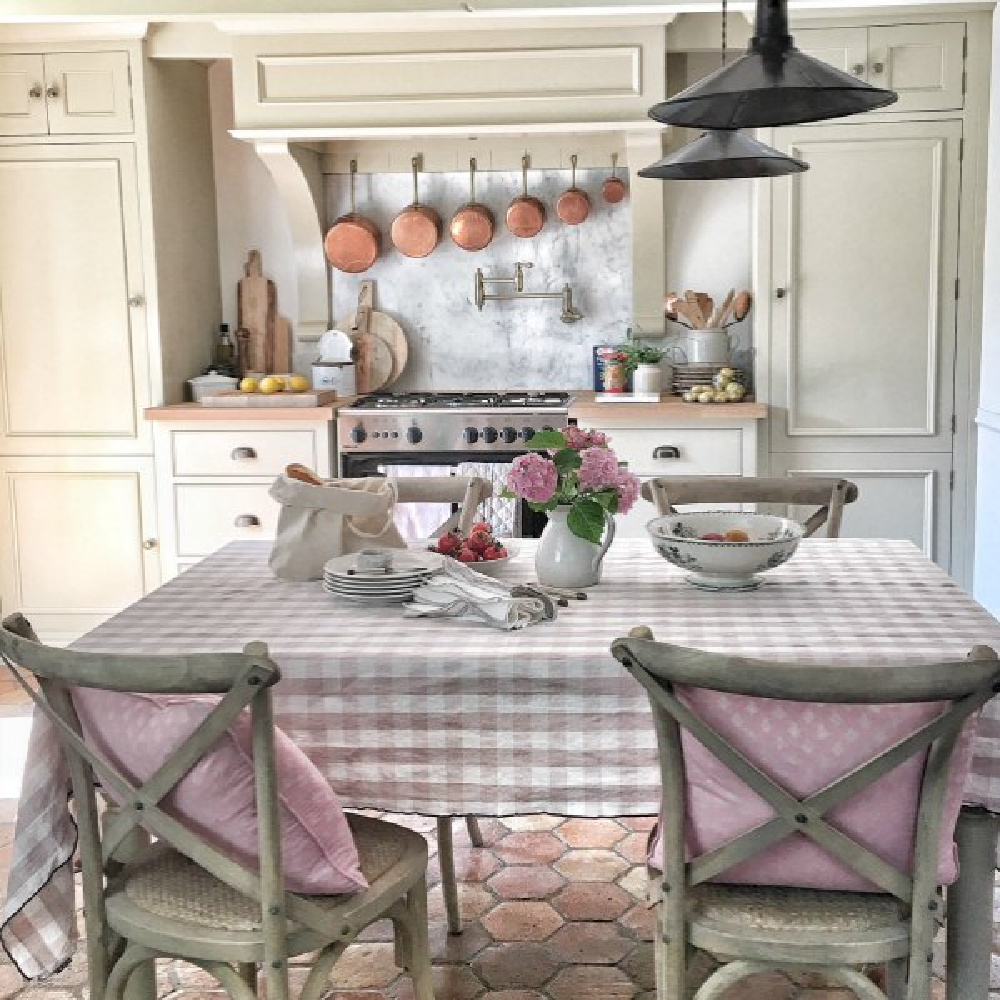 French farmhouse design inspiration with an interview with Vivi et Margot. Come be inspired on Hello Lovely and learn the paint colors used in these beautiful authentic French country interiors. #frenchfarmhouse #romantickitchen #frenchkitchen #frenchcountry #designinspiration #interiordesign #vivietmargot #rusticdecor #frenchhome #authentic #frenchmarket