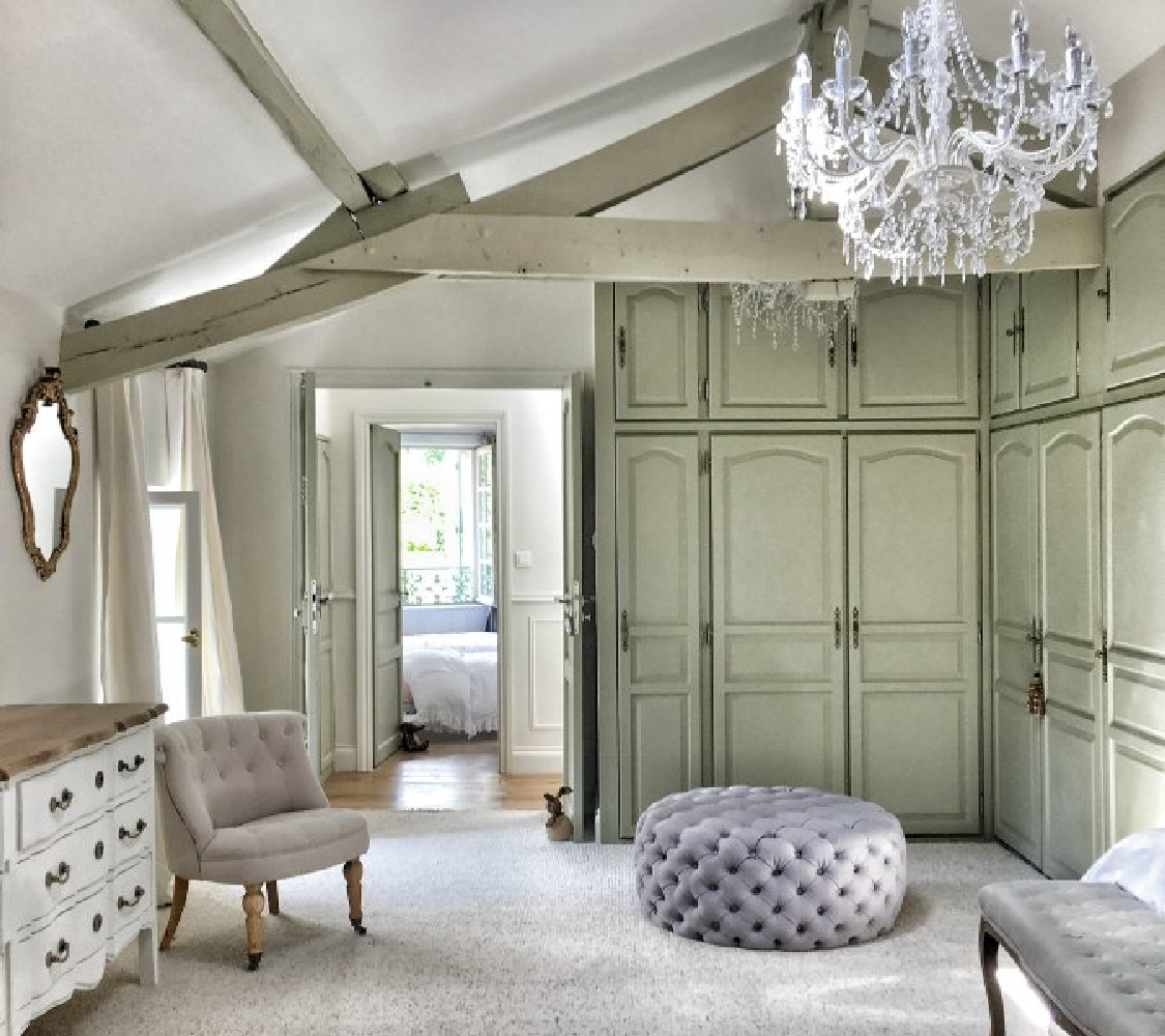 Romantic, rustic yet elegant bed room in France.  You'll love this photo gallery and house tour of a home near Bordeaux, France. #vivietmargot #frenchfarmhouse #rusticdecor #countryfrench #interiordesign #bedroomdecor