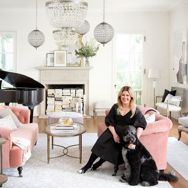 Kelly Clarkson teamed up with Wayfair for a beautifully curated French country furniture and decor collection! #kellyclarkson #kellyclarksonhome #homedecor #furniture #frenchcountry