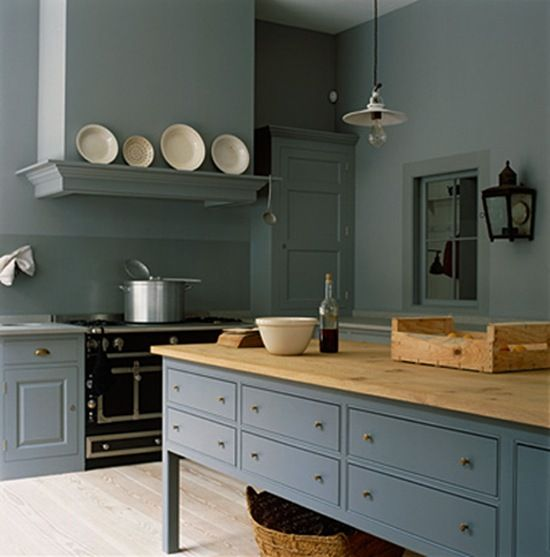 Gorgeous and serene blue grey monochromatic English country kitchen by Plain English with bespoke cabinetry and luxurious black range. #englishcountry #kitchendesign #greykitchen #bluegray #bluegrey